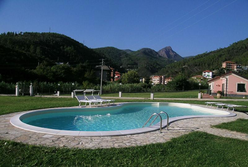 Piscine interrate alcune installazioni offerte piscine for Perche nettoyage piscine